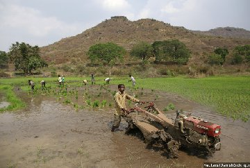 land reforms fail 5 of india s farmers control 32 land