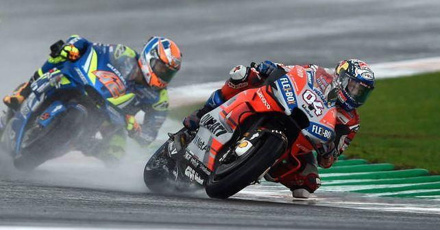 motogp 2018 dovizioso wins season finale in wet weather chaos at valencia