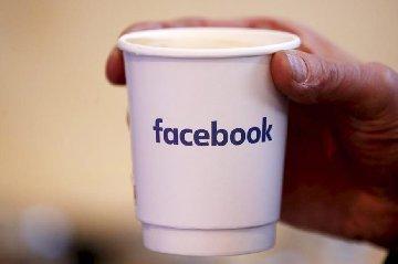 facebook accused of political bias in trending list