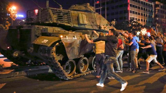 turkey troops say they seize power crowds answer president erdogan call to defy them