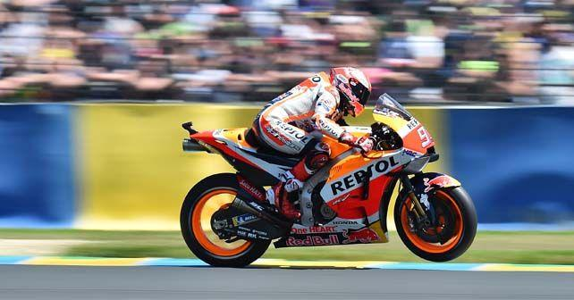 motogp 2018 marquez wins at le mans as dovizioso and zarco crash